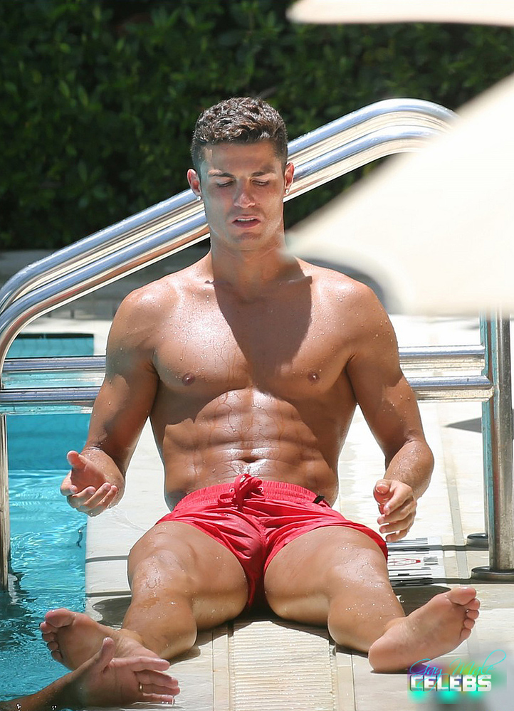 Cristiano Ronaldo Sunbathing At The Pool In Miami  Gay -5080
