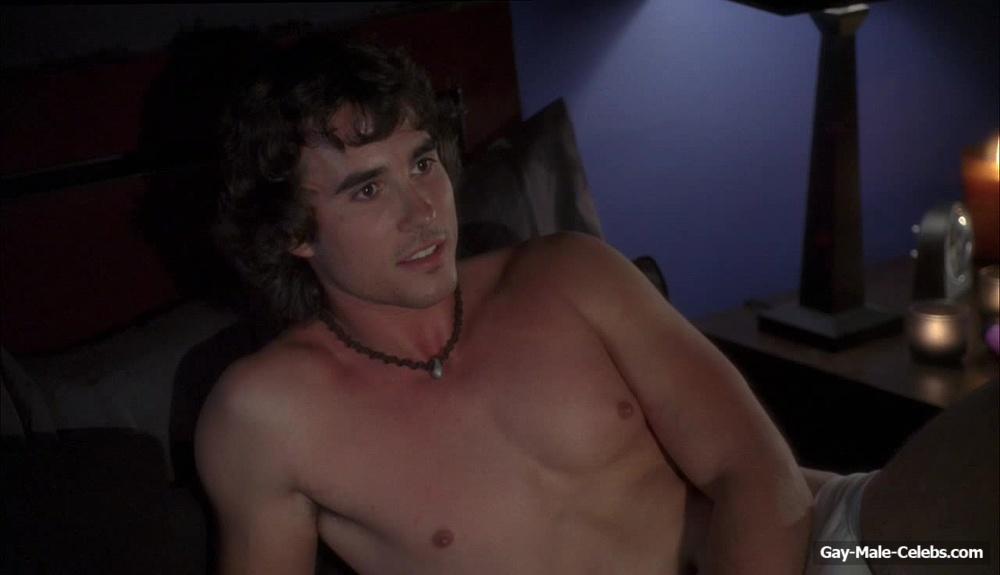 Matt Barr and Sean Wing fully nude in Ten Inch Hero